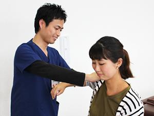 富士見市 鶴瀬たいよう整骨院の産後骨盤矯正の検査の様子